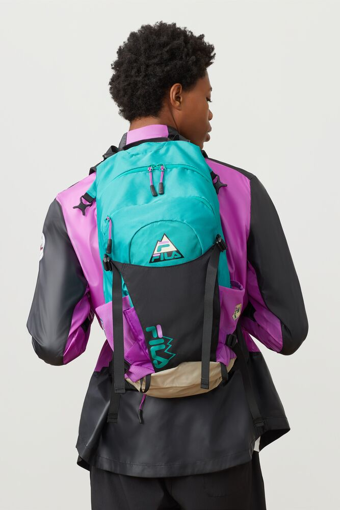 trail backpack in webimage-A7F5B040-ABAD-4A8C-9B14DE09F274D162
