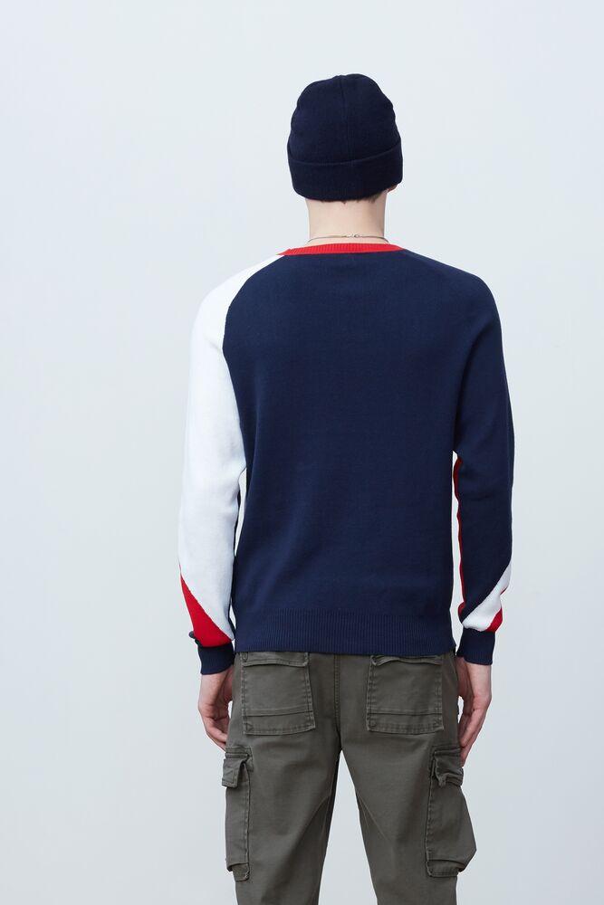 luke sweater in webimage-C5256F81-5ABE-4040-BEA94D2EA7204183