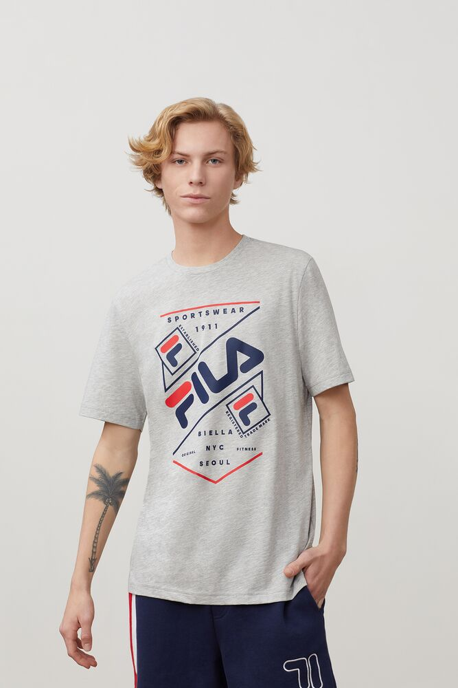 olavo graphic tee in webimage-CFB68797-743A-47D7-AE1ABE2F0424288A