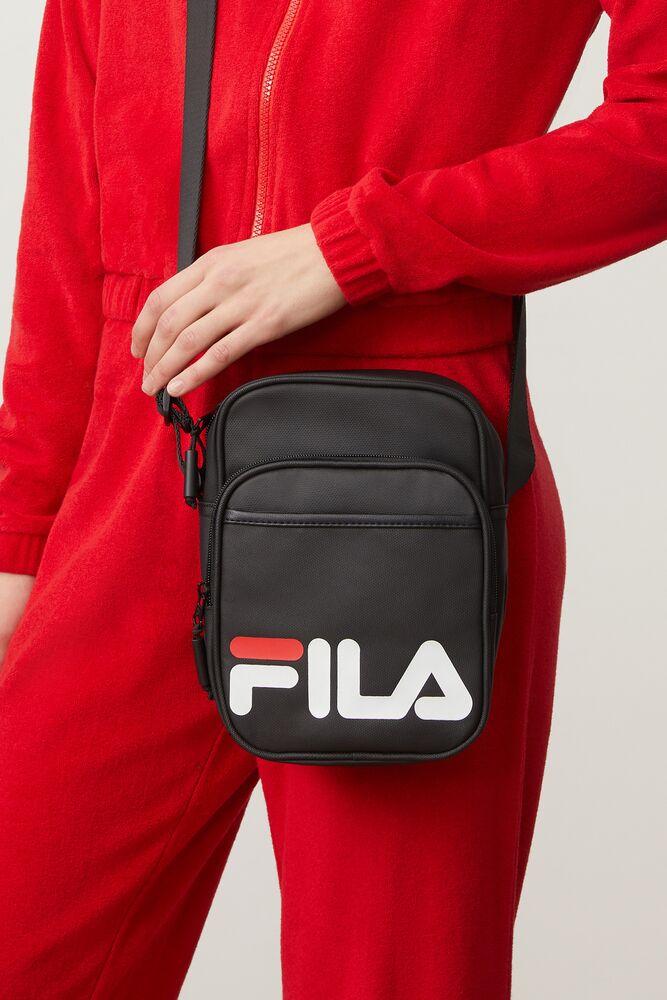 london cross body pouch in webimage-16EDF0C7-89E9-4B76-AF680D327C32E48E