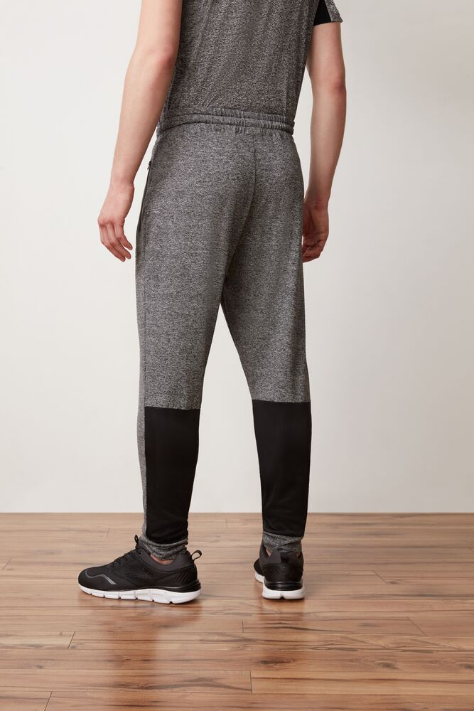 pluto jogger in webimage-CFB68797-743A-47D7-AE1ABE2F0424288A